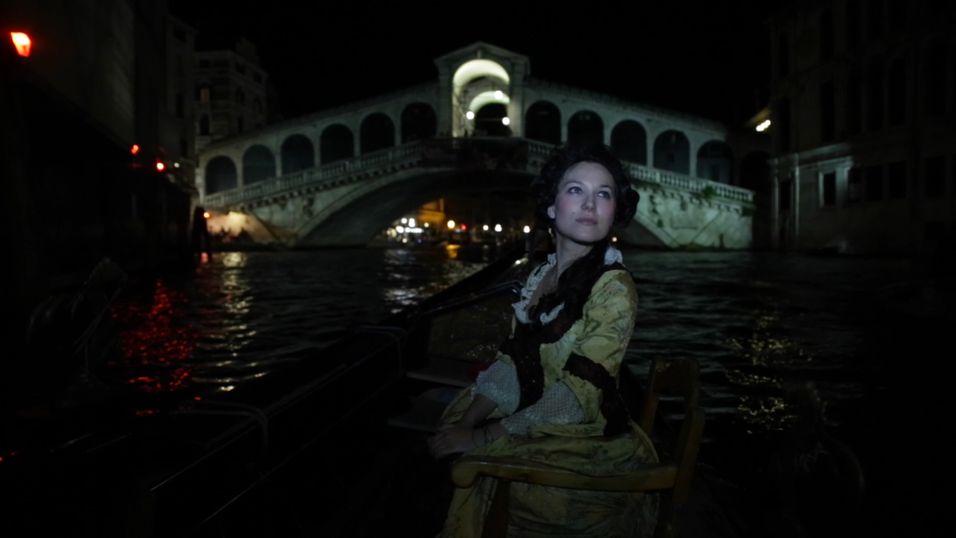 romantic atmosphere in exclusive event in Venice